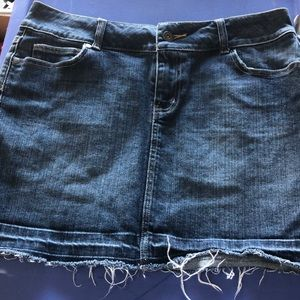 White House black market denim skirt size 6